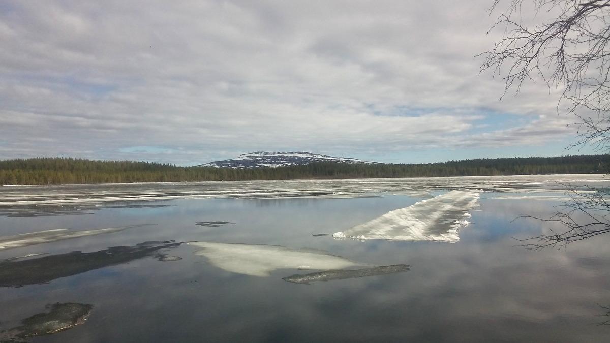 Floating skiing tracks